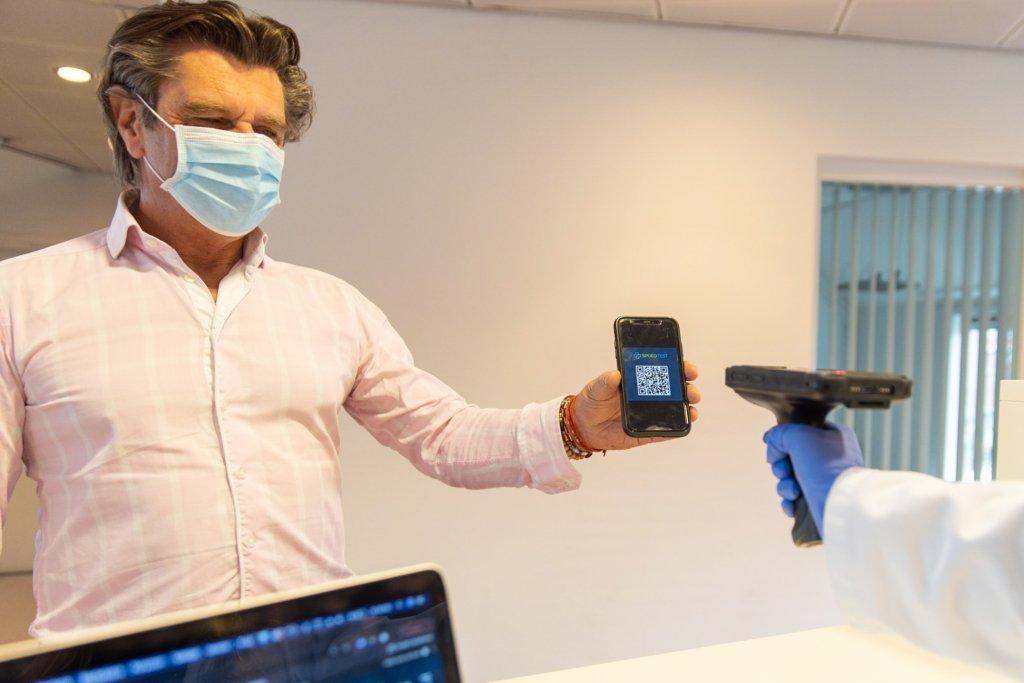 coronatest QR-code laten scannen
